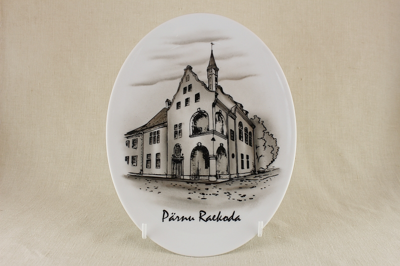 parnu_raekoda_ovaal_pruun